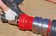 произвести расширение конца трубы ручным гидравлическим инструментом