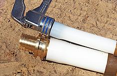 произвести расширение конца трубы ручным инструментом