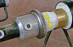 произвести расширение конца трубы ручным или гидравлическим инструментом.